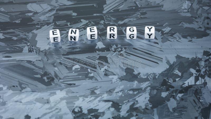 能量太阳硅元件表面上的立方体信件 可更新的清洁能源的概念 免版税库存图片