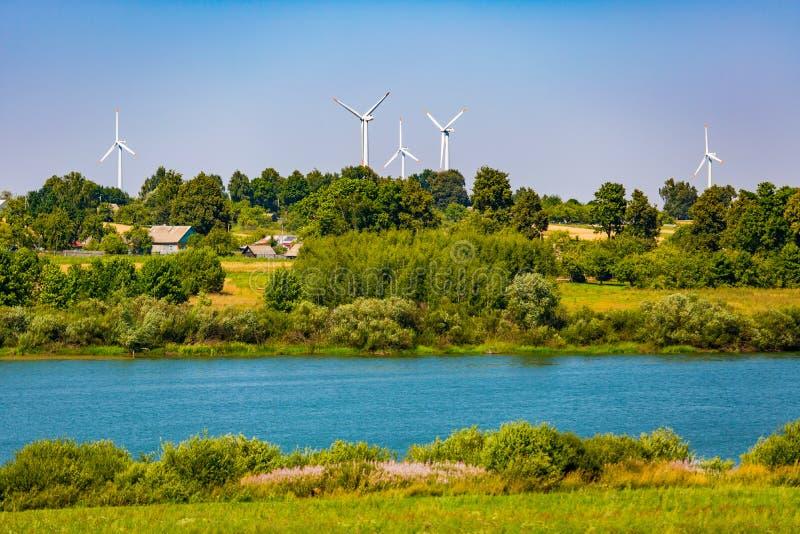 能量概念 可再造能源在乡下 在农村的生态 免版税库存图片