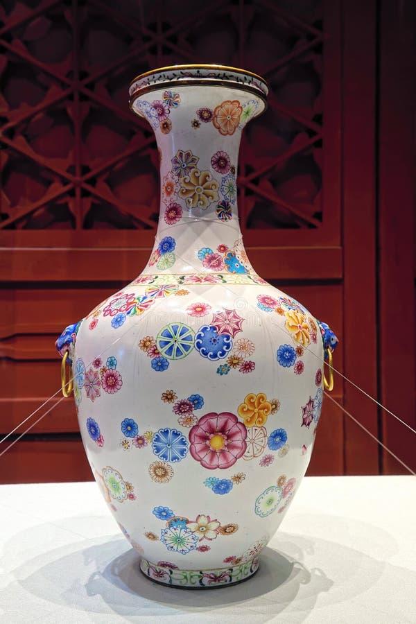 脊椎古老瓷花瓶 库存照片