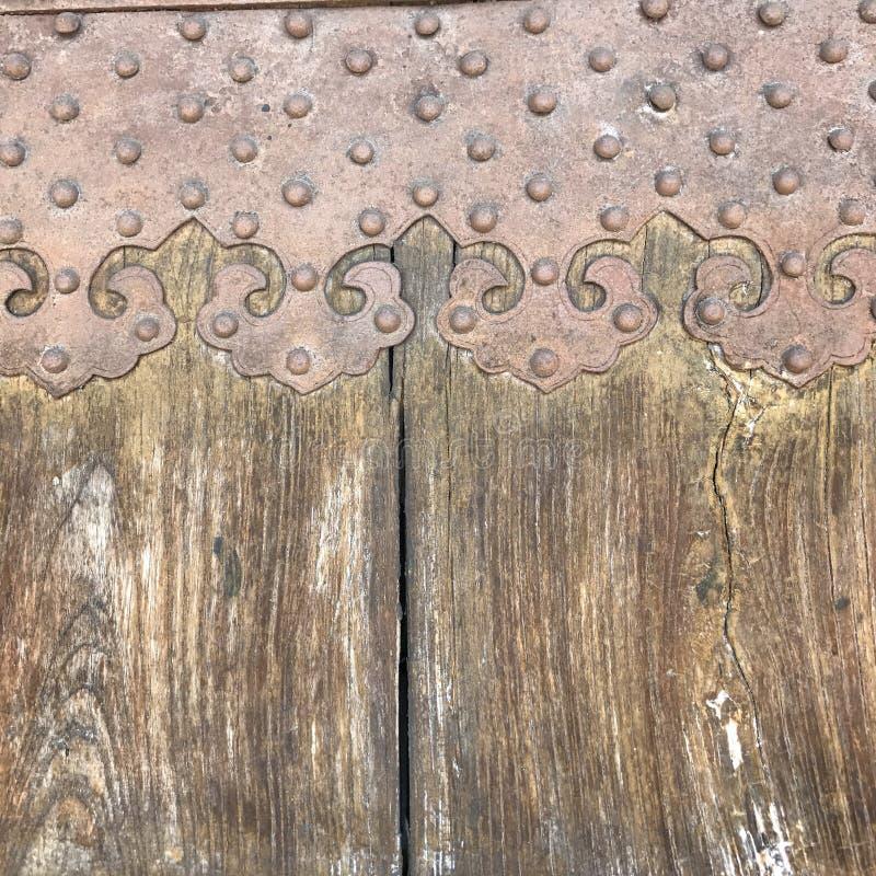 脏的困厄的灰色木织地不很细篱芭 图库摄影