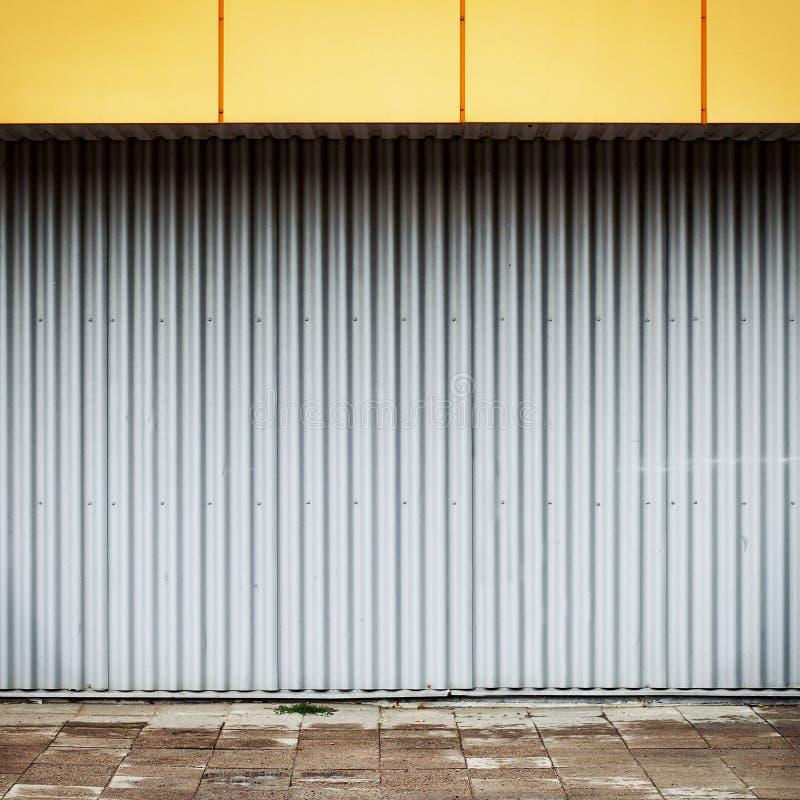 脏的行业街道墙壁 免版税库存照片