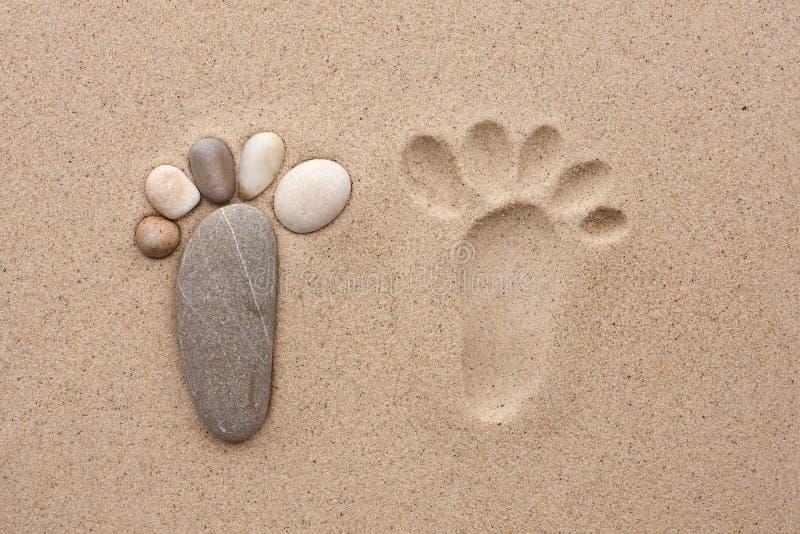 脚印由石头做成 库存照片