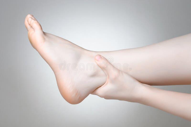 脚腕痛苦 免版税库存照片