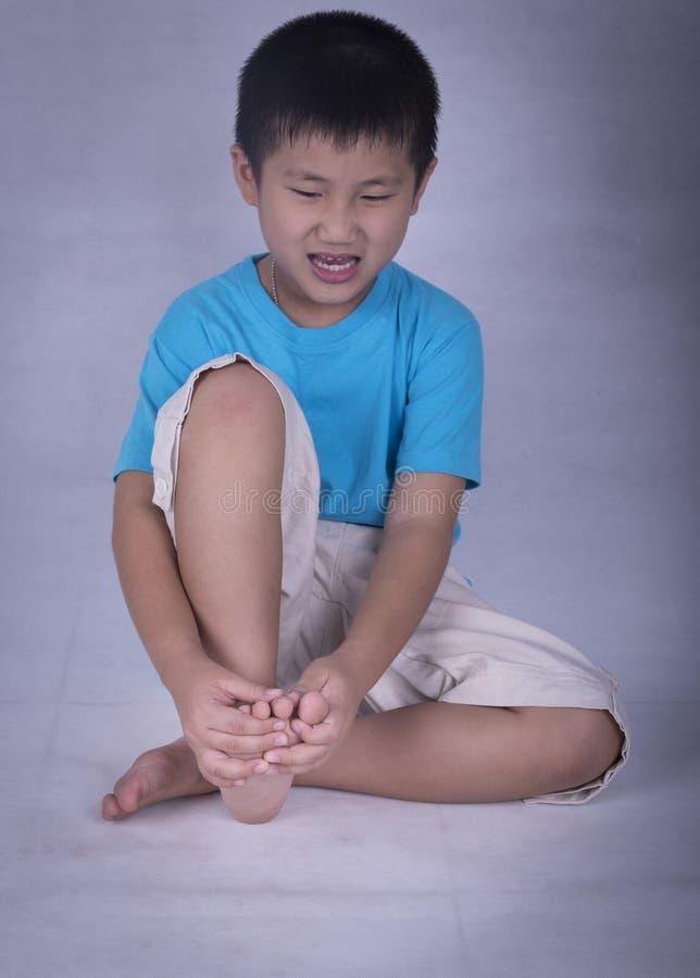 脚趾,导致痛苦 免版税库存图片