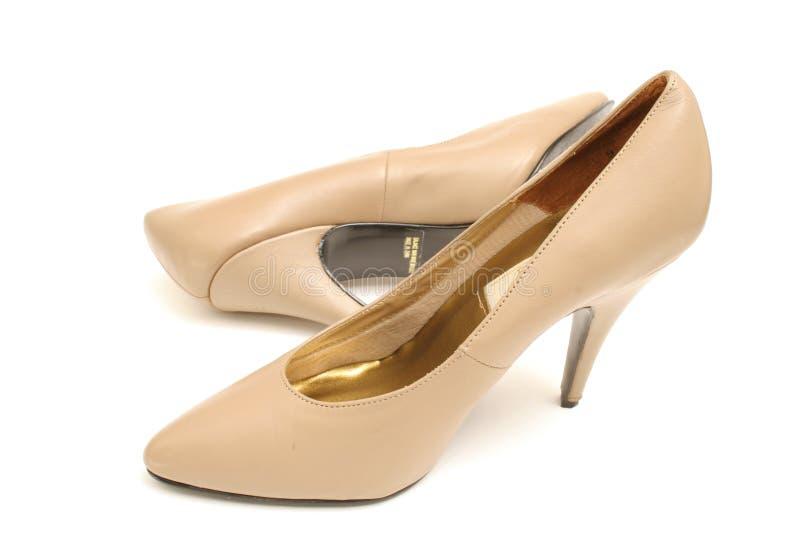 脚跟高鞋子棕褐色 库存图片