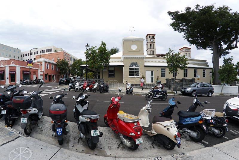 脚踏车在雷德街上停放了在哈密尔顿百慕大 库存照片