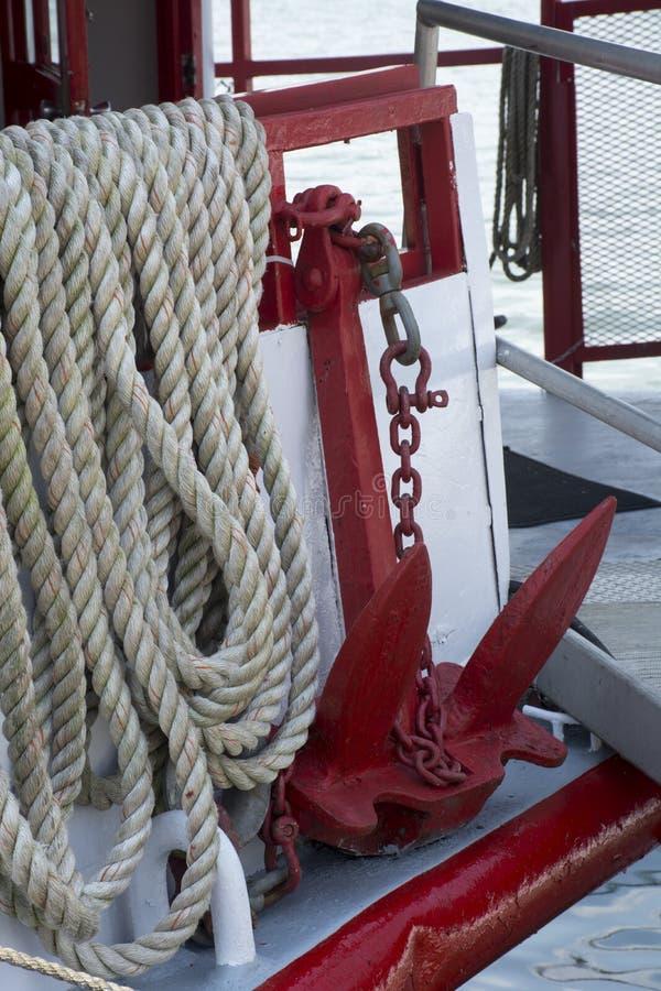 脚轮锚和绳圈 免版税库存照片