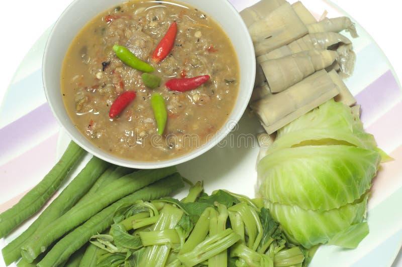 腌制鱼和辣椒浸洗与煮沸的菜。 库存照片