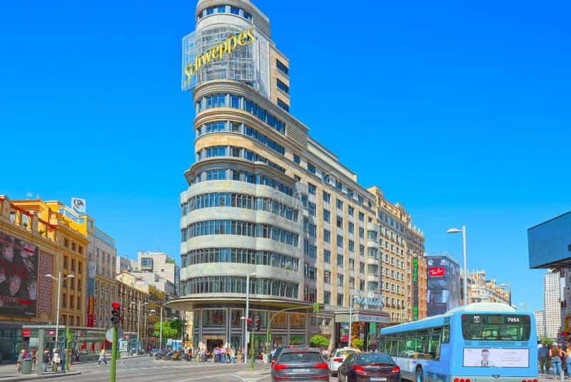 腐尸大厦在Gran的国会大厦大厦通过街道在马德里 库存图片