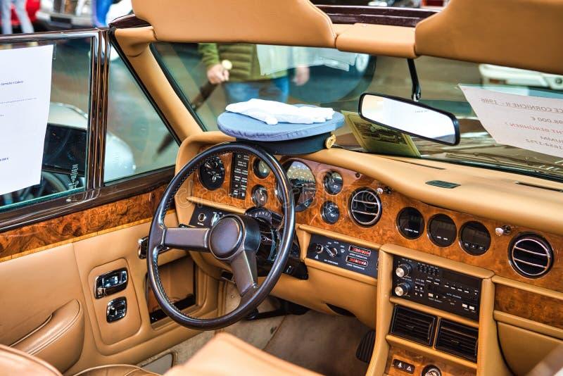 腓特烈港- 2019年5月:米黄内部罗斯劳艾氏CORNICHE 2 II在Motorworld经典之作2019年5月11日Bodensee的1986年cabrio 图库摄影