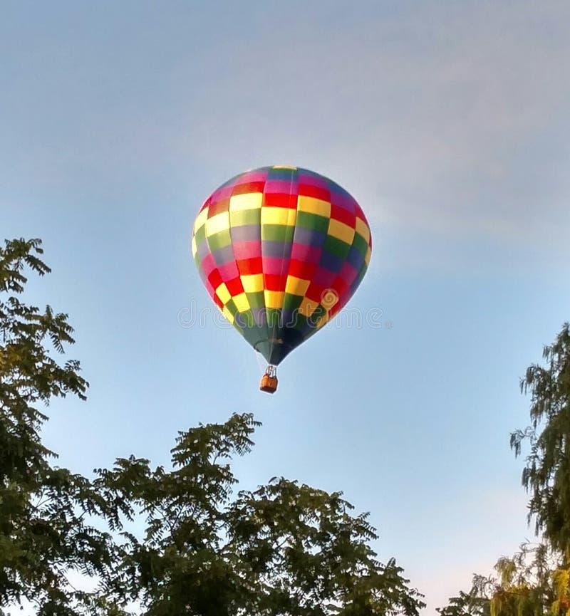 Download 腾飞 库存照片. 图片 包括有 演奏台, 航空, 结构树, 腾飞, 五颜六色 - 72353048