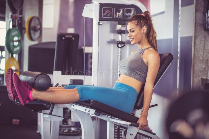 腿和胃的锻炼 免版税库存照片