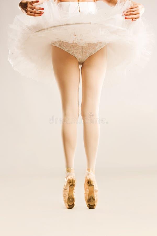 腿和鞋子,芭蕾舞女演员 免版税库存照片
