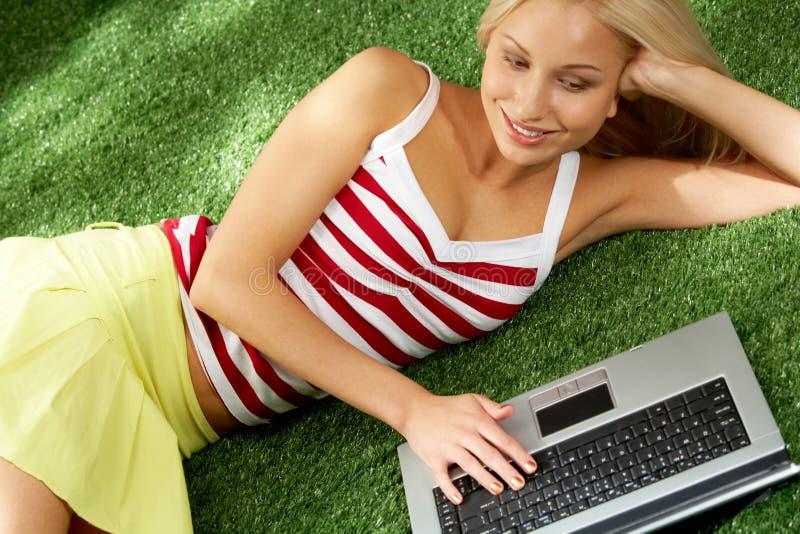 膝上型计算机使用 库存图片