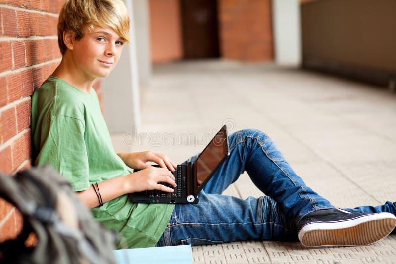 膝上型计算机学员青少年使用 库存图片