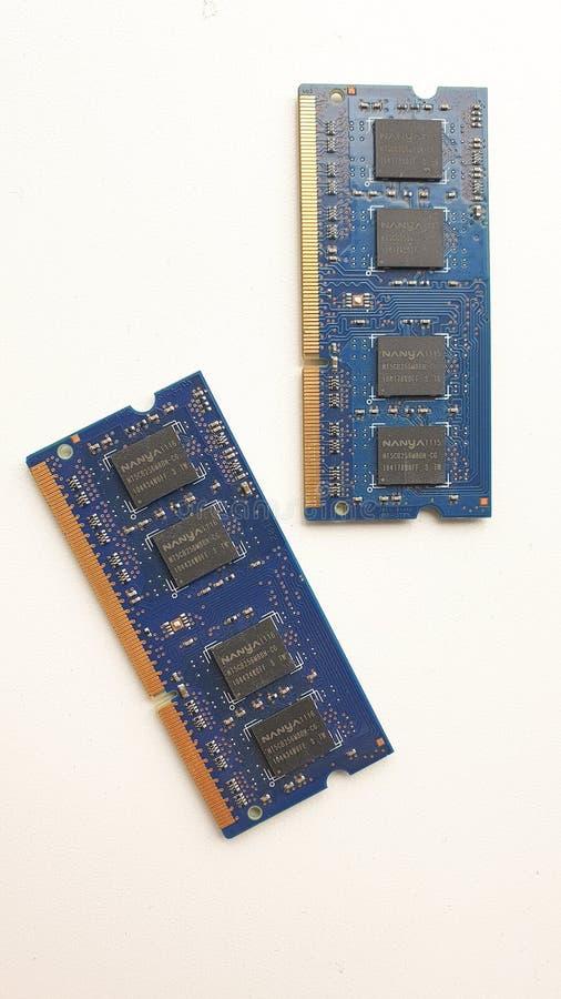 膝上型计算机的蓝色随机存储存储器芯片 库存图片