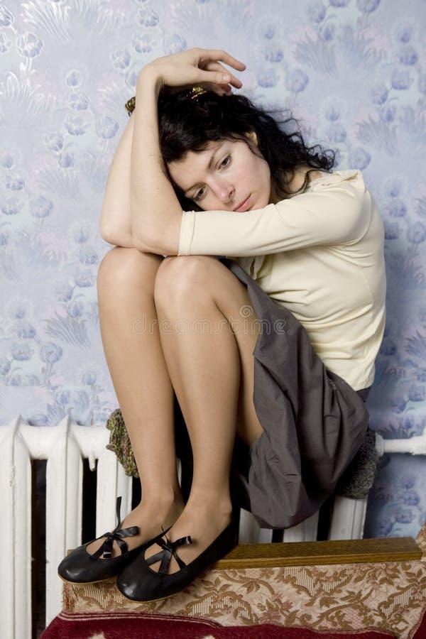 膝盖赤裸妇女 免版税库存照片