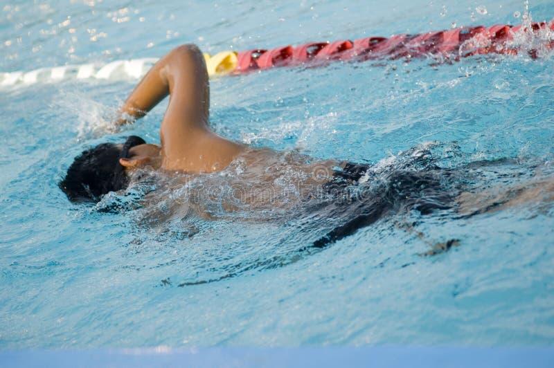 膝部游泳 免版税库存图片