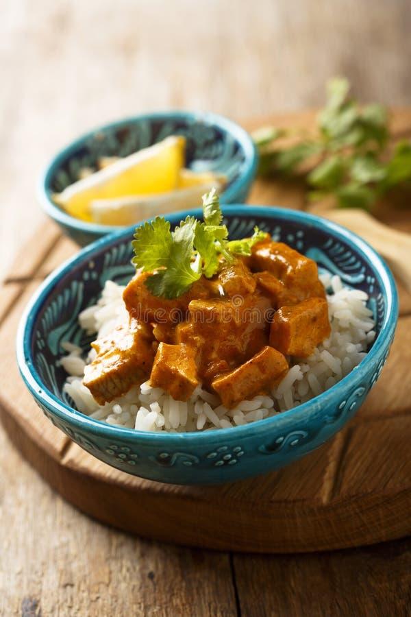 自创传统鸡咖喱用米用新鲜的草本 库存照片