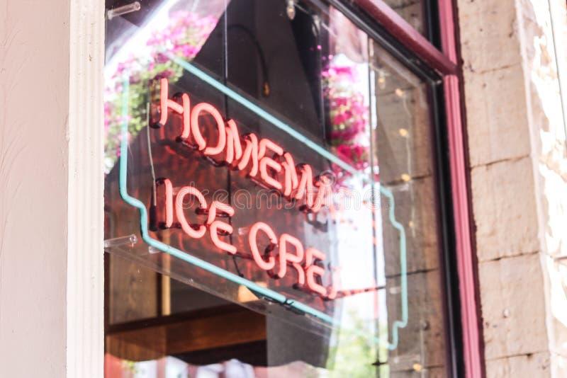 自创冰淇凌标志 免版税库存图片