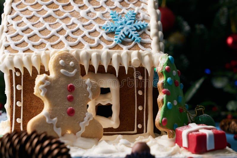 自创圣诞节姜饼人 免版税库存照片