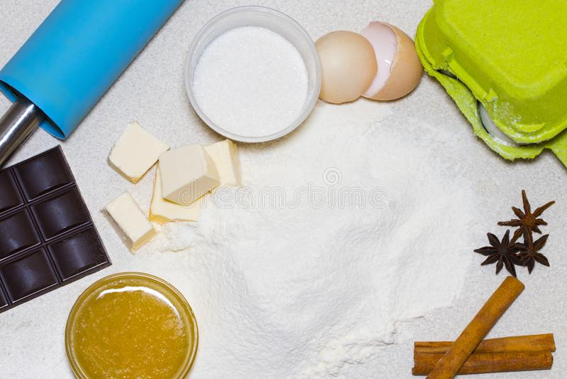 自创圣诞节曲奇饼的成份 面团食谱ingredi 免版税库存照片
