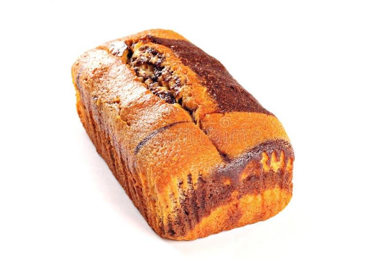 自创大面包蛋糕用巧克力,隔绝在白色背景 免版税库存照片