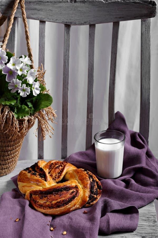 自创小圆面包和一杯牛奶 库存照片