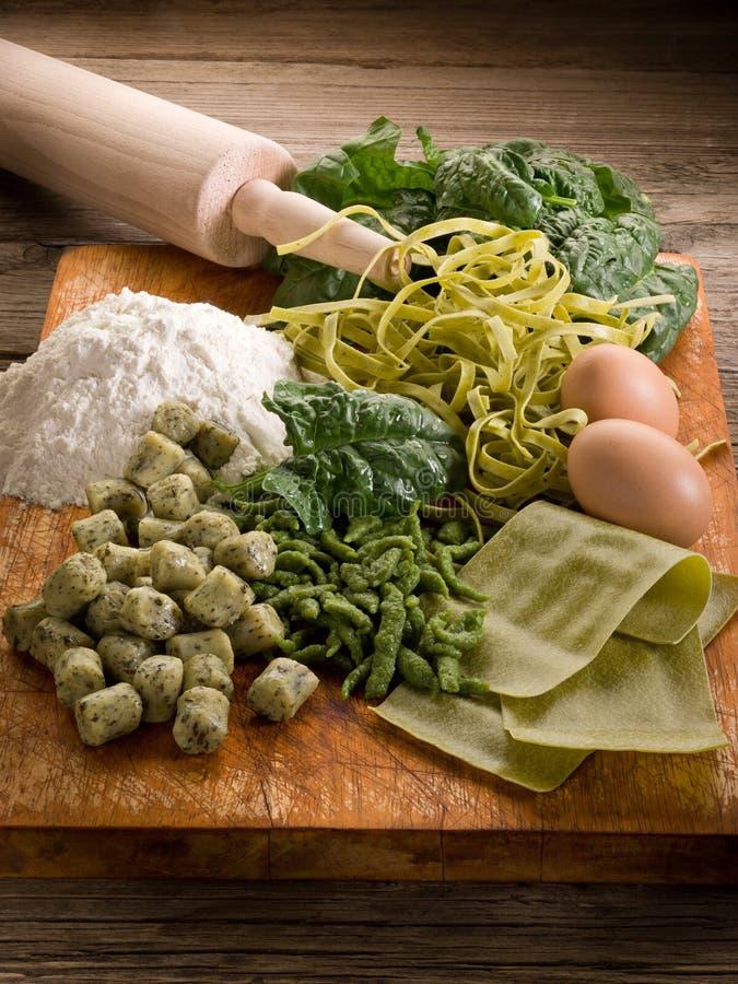 自创意大利意大利面食菠菜 图库摄影