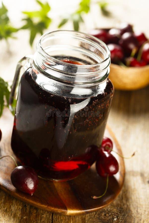 自创樱桃汁或者莓果柠檬水 库存照片