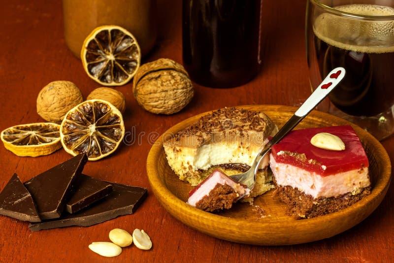 自创点心和热的咖啡 咖啡的甜点 肥胖病和糖尿病的风险 r 免版税库存图片
