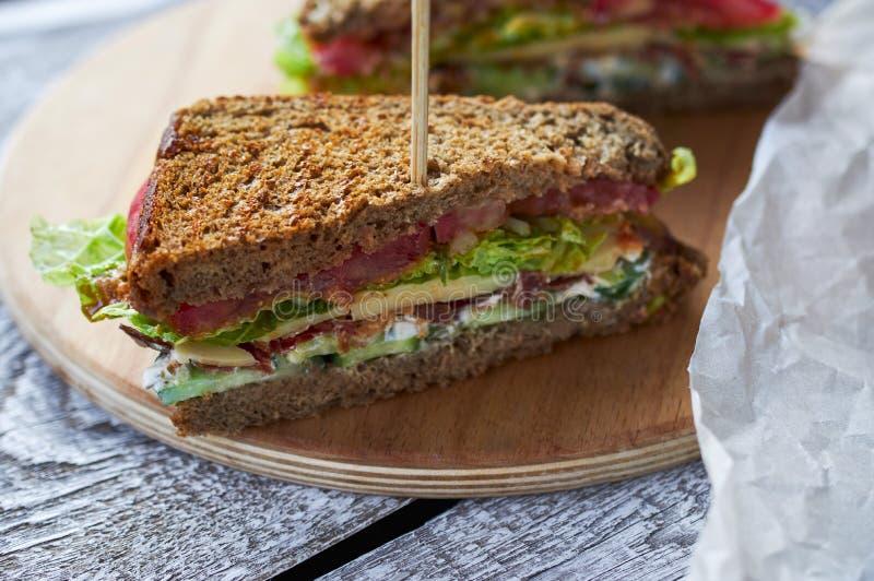 自创烟肉三明治 关闭照片 图库摄影