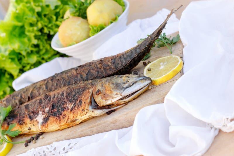 自创烤鲭鱼-长凳竹刀鱼 图库摄影
