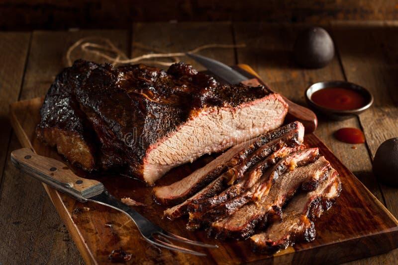 自创熏制的烤肉牛的胸部肉 库存图片