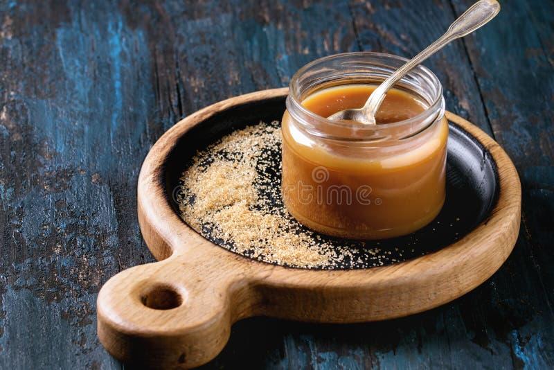 自创盐味的焦糖调味汁 库存图片
