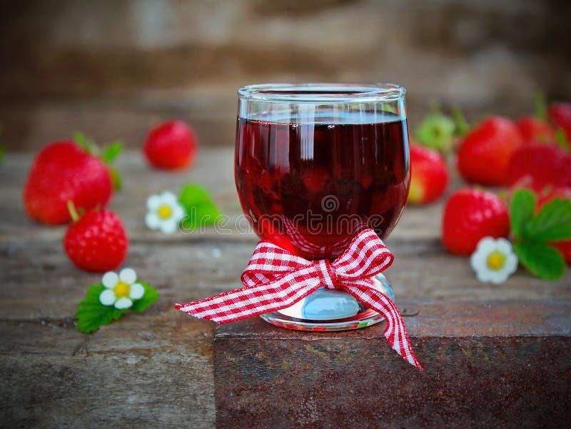 自创草莓利口酒 库存照片