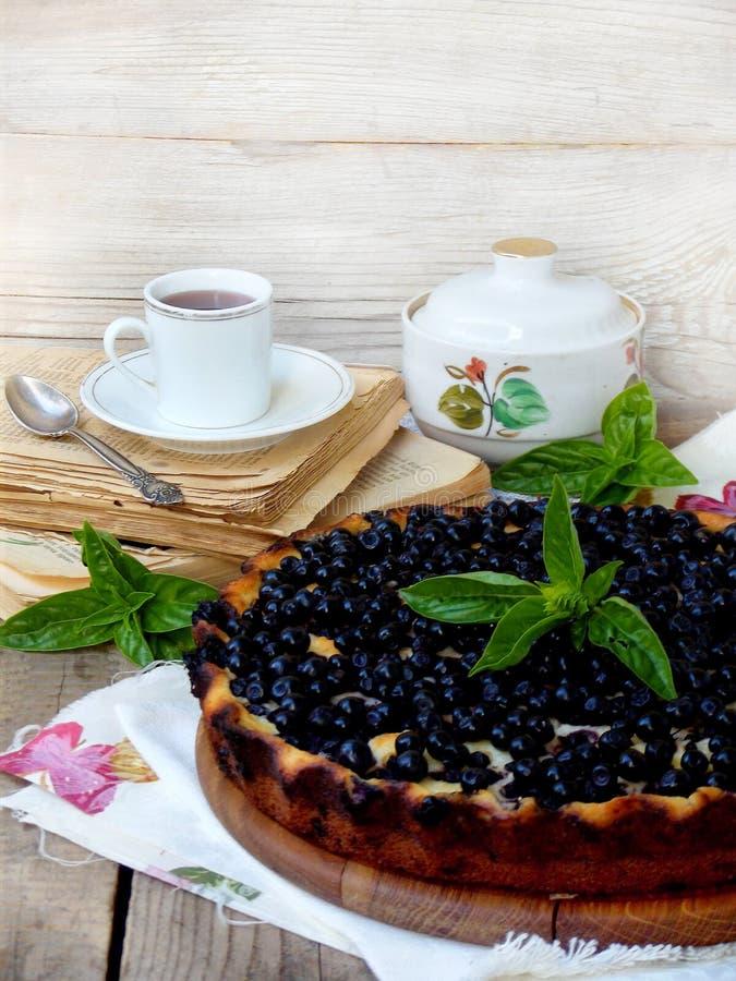 自创蓝草莓饼 图库摄影