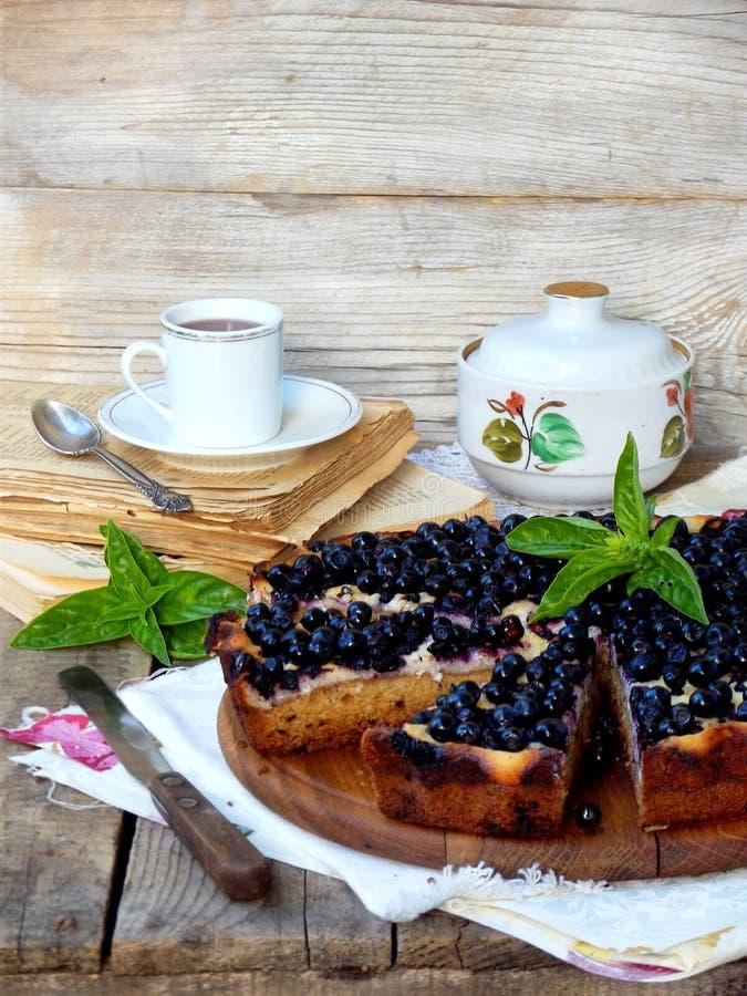自创蓝草莓饼 库存照片