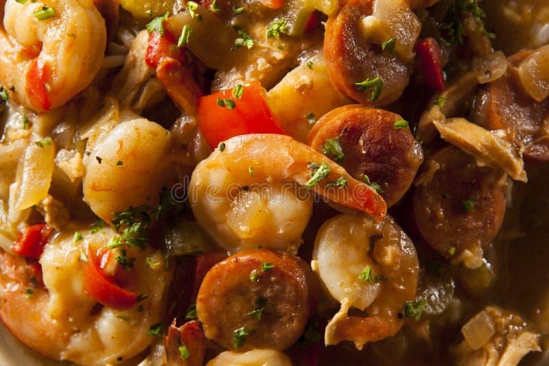 自创虾和香肠Cajun浓汤 免版税库存照片