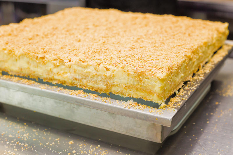 自创蛋糕拿破仑,油酥点心乳蛋糕奶油馅饼 免版税库存照片