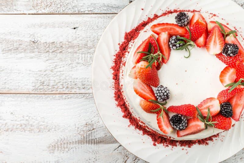 自创蛋糕红色天鹅绒 免版税库存图片