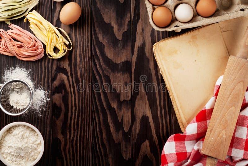 Download 自创面团烹调 库存图片. 图片 包括有 成份, 格式, 农村, 面团, 减速火箭, 复制, 食谱, 烘烤 - 72361679