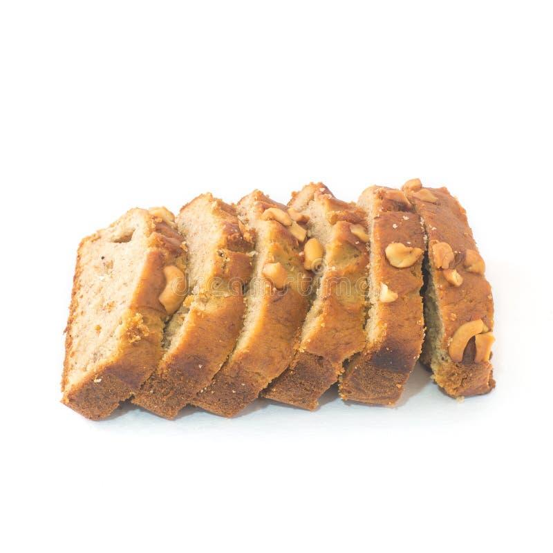 自创香蕉果仁面包切开了成在白色背景的切片 库存图片