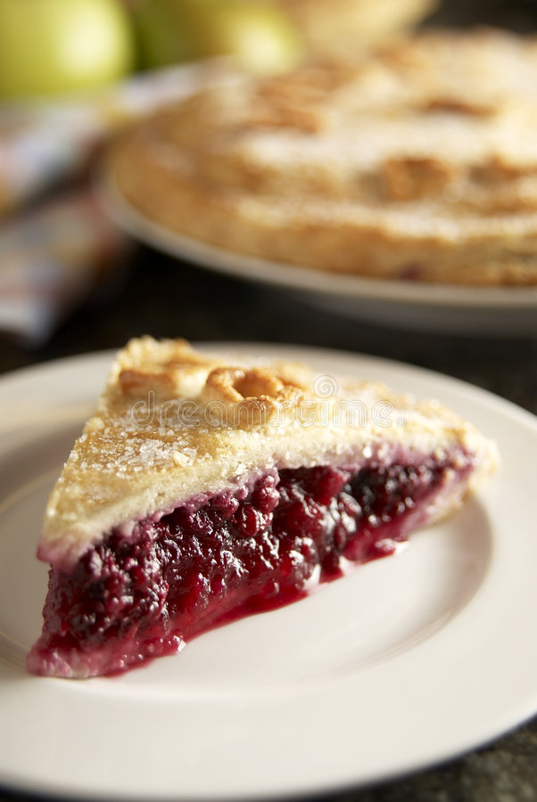 自创黑莓和苹果饼 库存图片