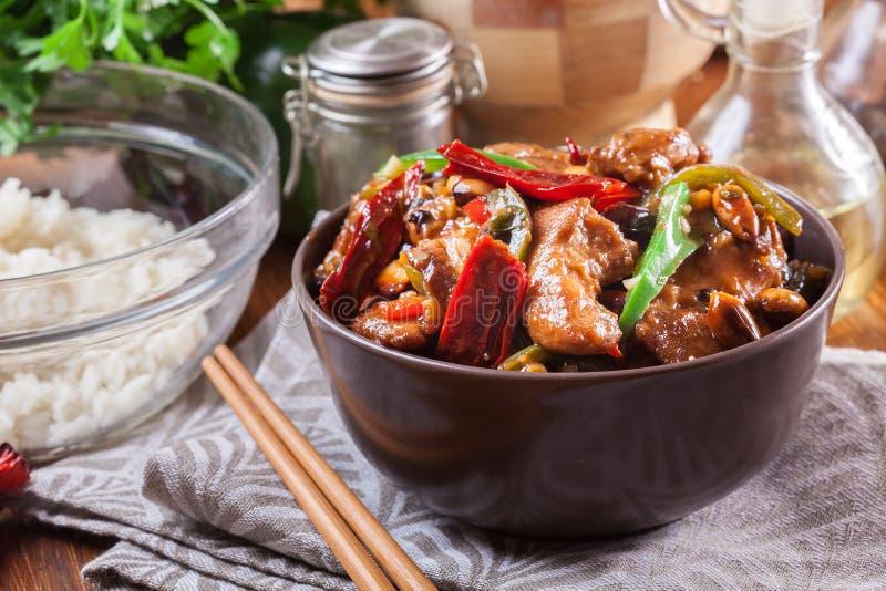 自创Kung Pao鸡用胡椒和菜 图库摄影
