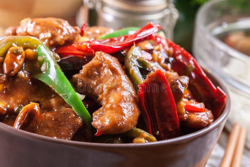 自创Kung Pao鸡用胡椒和菜 库存图片