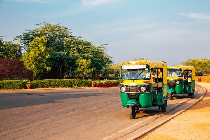 自动人力车在乔德普尔城,拉贾斯坦,印度 免版税库存图片