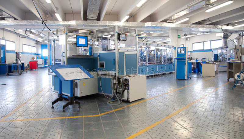 自动化楼e工厂线路设备 库存照片