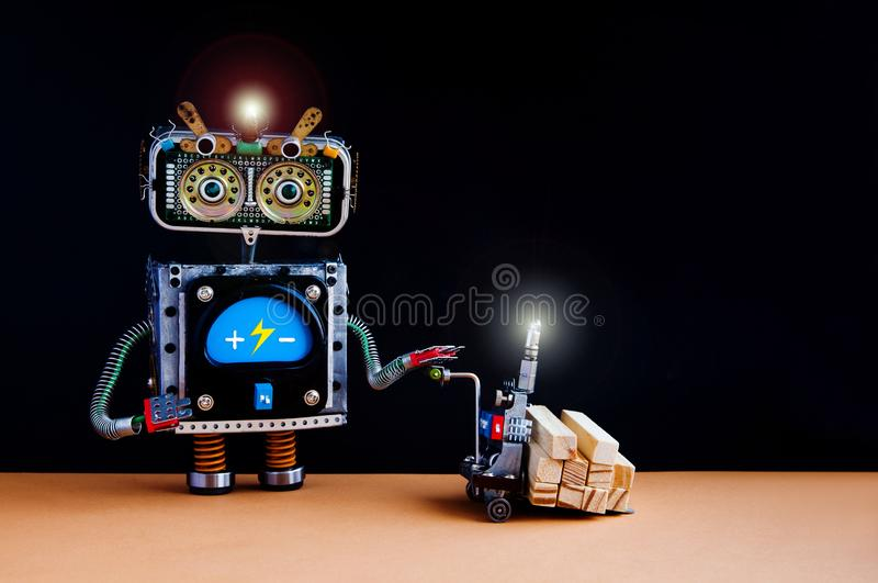 自动化运输机器人送货服务概念 移动与木块的机器人供给动力的板台起重器 库存照片