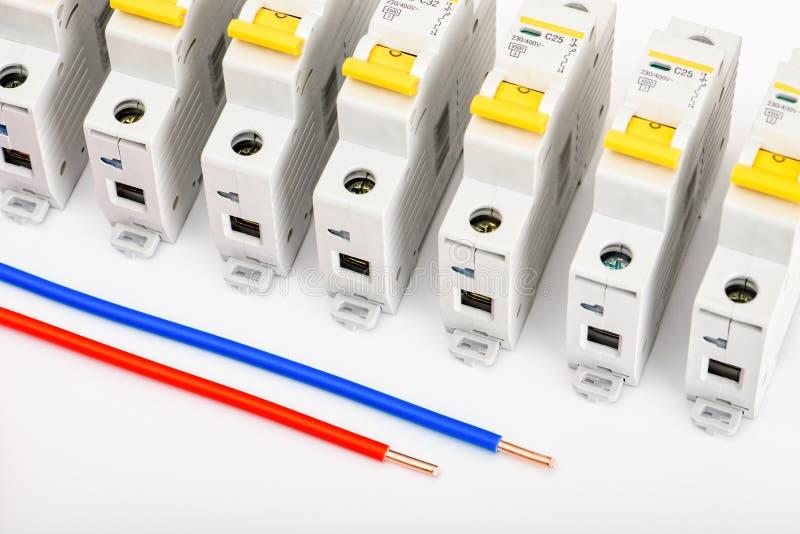 自动开关,铜单芯电缆 安全和安全电子设施的辅助部件 ? 免版税库存图片